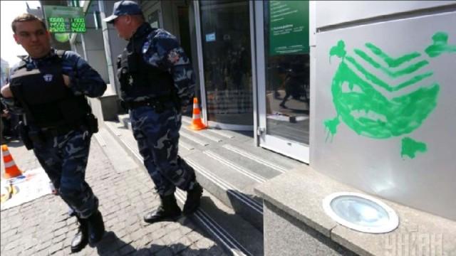 E`volyutsiya-teper---Azov---blokiruet-bankomatyi-rossiyskih-bankov.jpg