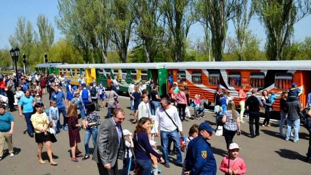 Donetskaya-DZHD-organizuet-den-besplatnyih-poezdok-dlya-detey-Donbassa.jpg