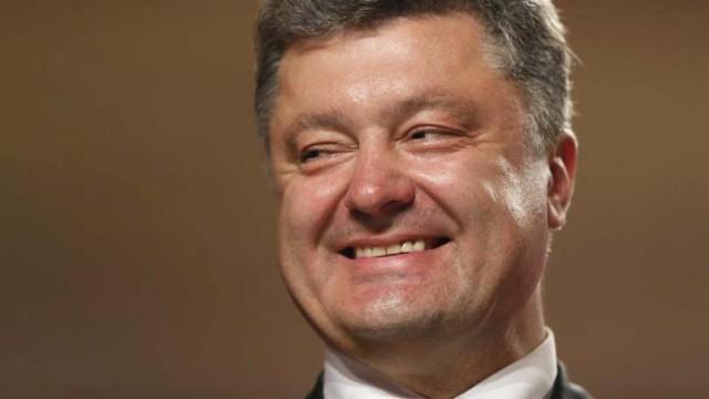 Poroshenko-utverdil-biometricheskiy-kontrol-dlya-inostrantsev.jpg