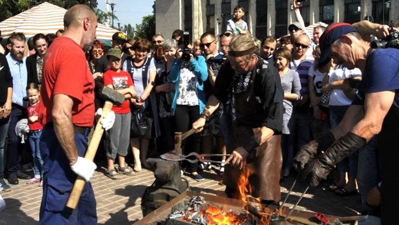V-Donetske-proshyol-Mezhdunarodnyiy-festival-kuznechnogo-masterstva.-Foto.jpg