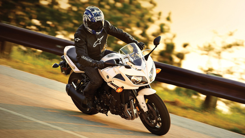 Yamaha-FZ1-2014-3840x2160-001-e1506004523816.jpg