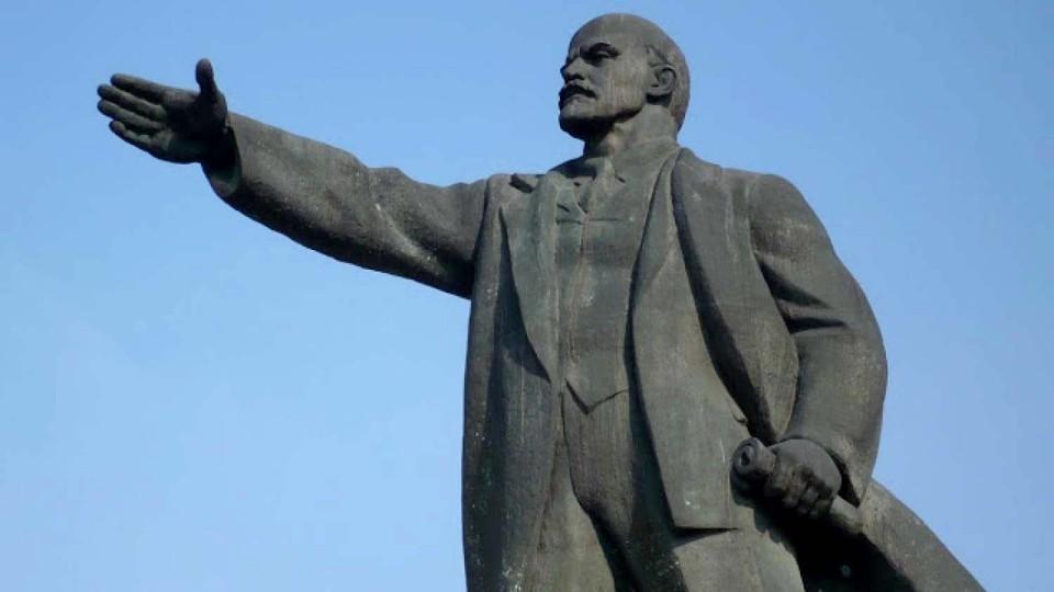 Pereputali-vmesto-snosa-na-Ukraine-vosstanovili-pamyatnik-Leninu.jpg