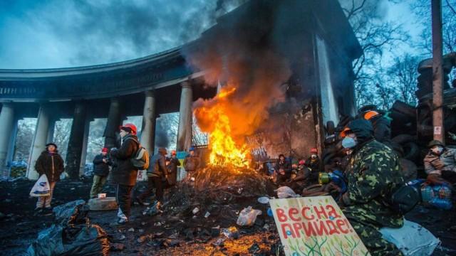 TSena-revolyutsii-kak-izmenilas-zhizn-ukraintsev-posle-Evromaydana.jpg