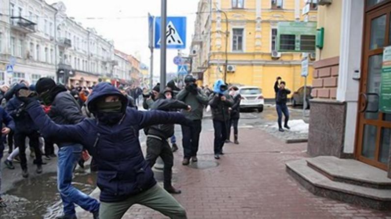 V-Kieve-natsistyi-atakovali---Sberbank-----Alfa-bank---i-Rossiyskiy-tsentr-kulturyi-e1518965812503.jpg