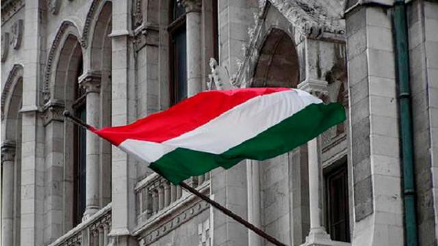 22042018-Vengriya-vyidala-v-Zakarpate-bolshe-100-tyisyach-pasportov.jpg
