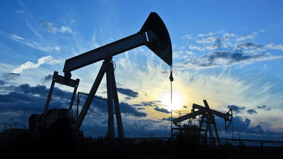 TSenyi-na-neft-obnovili-maksimum-za-35-goda.jpg