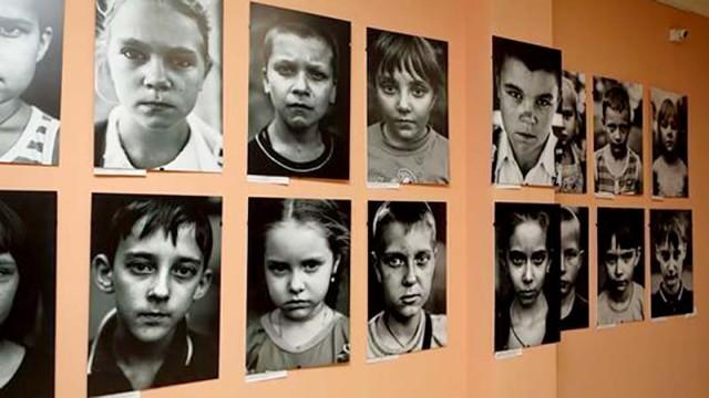 V-Donetske-otkryilas-fotovyistavka---Posmotri-v-glaza-Donbassu--.jpg