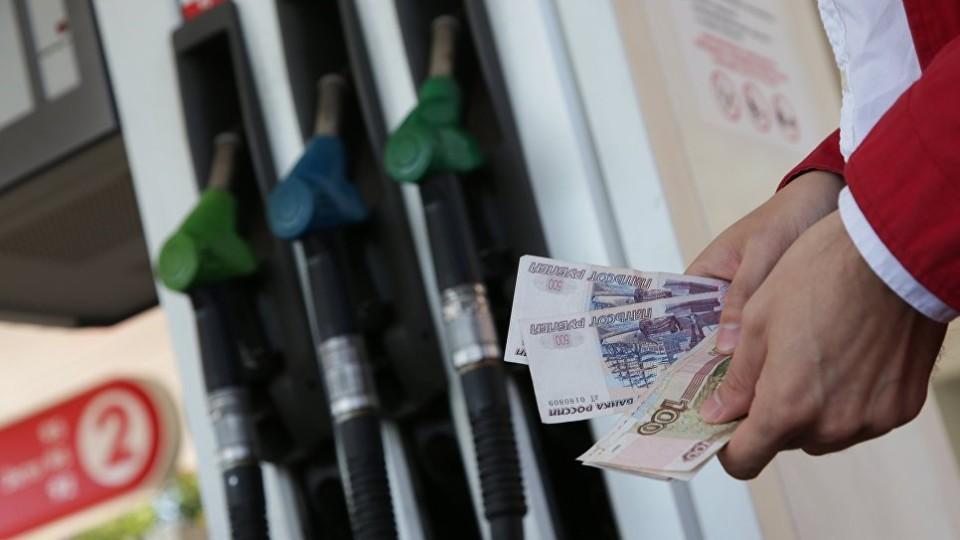 V-Rossii-tsenyi-na-benzin---zamorozili---na-urovne-kontsa-maya-e1527948353601.jpg