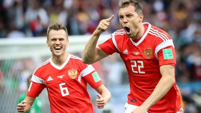 Dva-futbolista-sbornoy-Rossii-voshli-v-sbornuyu-otkryitiy-CHM-e1531127317625.jpg