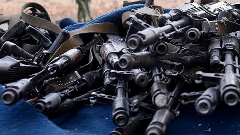 Iz-podkontrolnogo-Ukraine-Donbassa-vyivezli-10-tyis.-edinits-oruzhiya.jpg