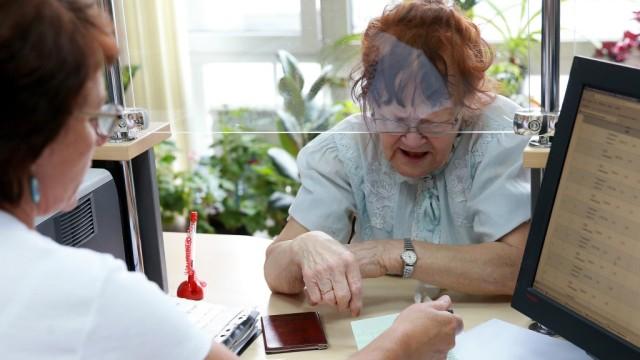 Ombudsmen-Ukrainyi-prizvala-sozdat-mehanizm-vyiplatyi-pensiy-zhitelyam-Donbassa-e1531401835494.jpg