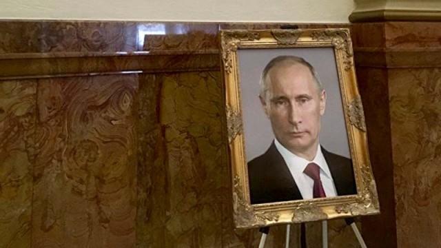 V-Kapitolii-Kolorado-portret-Trampa-zamenili-fotografiey-Putina.jpg