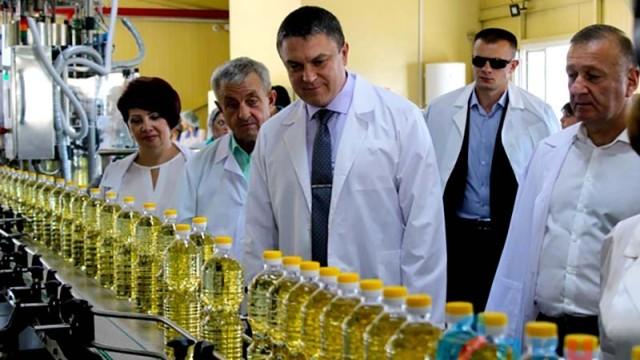 V-LNR-otkryili-zavod-po-proizvodstvu-podsolnechnogo-masla.jpg