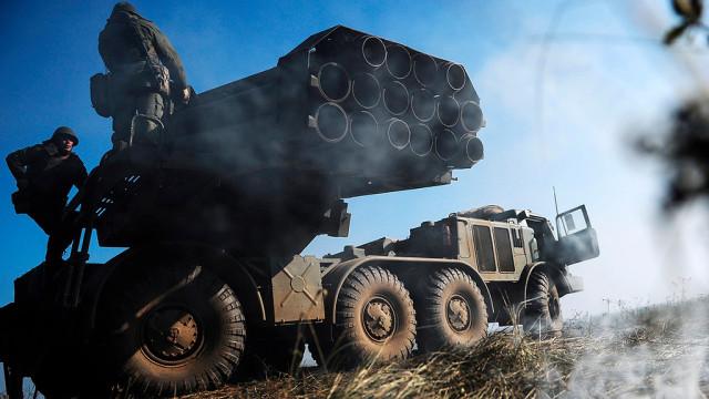Kiev-povyisil-boegotovnost-reaktivnoy-artillerii-v-Donbasse.jpg