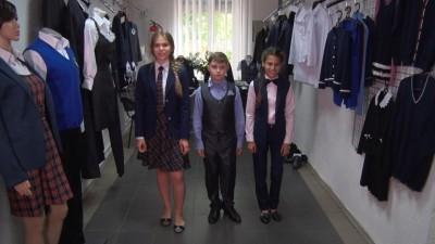 Школьная форма будет обязательной со следующего года — А.Захарченко