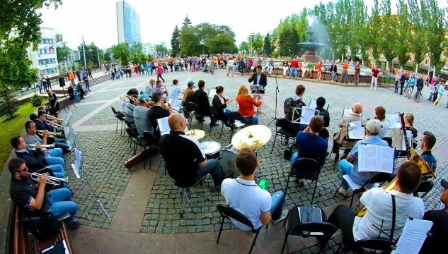 V-Donetske-proydyot-kontsert---zhivoy---muzyiki-pod-otkryityim-nebom.jpg