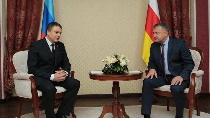 YUzhnaya-Osetiya-budet-prodvigat-interesyi-LNR-----Bibilov.jpg