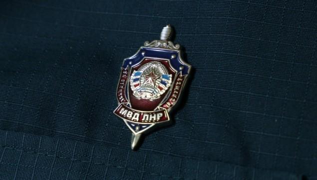 v-luganske-zaderzhali-politseyskih.jpg