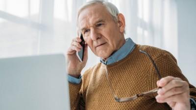 Кому старше 65 не нужно изолироваться — разъяснения Минтруда