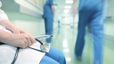 Почему в ДНР дефицит медперсонала?